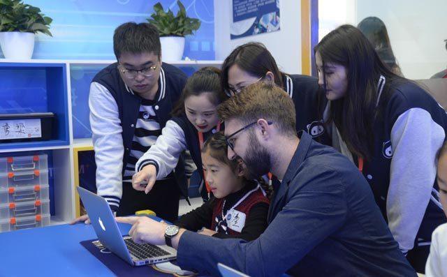 奇咔咔儿童机器人教育加盟总部