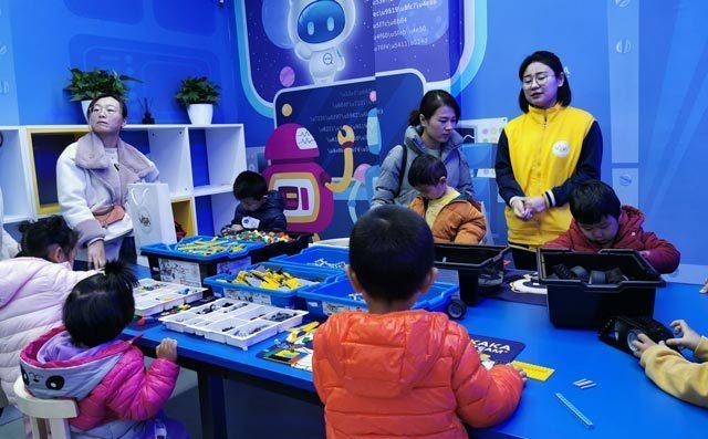 乐高机器人培训采用项目制授课方式