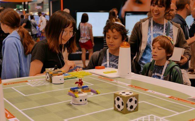 奇咔咔机器人教育加盟品牌未来发展空间会变大吗